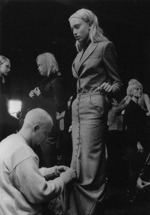 ANNE DENIAU,ALEXANDER MCQUEEN,FASHION SHOW,BACKSTAGE,FALL/WINTER 1999/2000