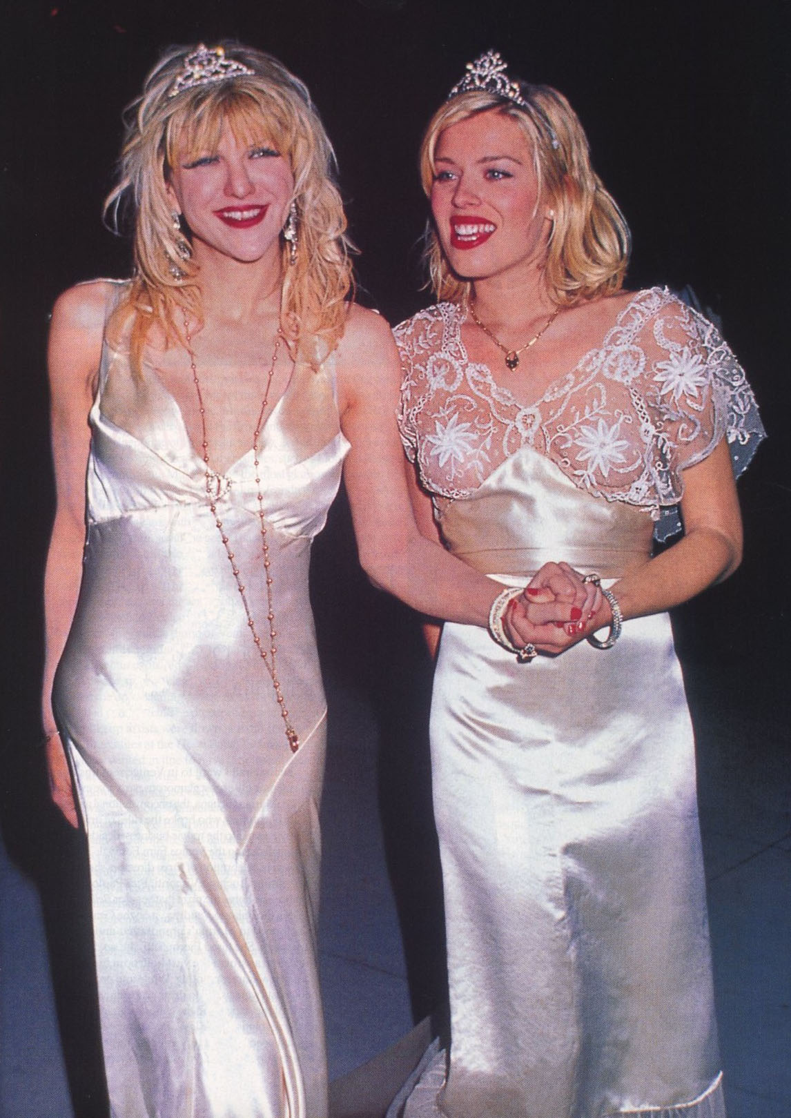 COURTNEY LOVE AND AMANDA DE CADENET | OSCAR PARTY | 1995 | VOGUE US | DECEMBER 1997