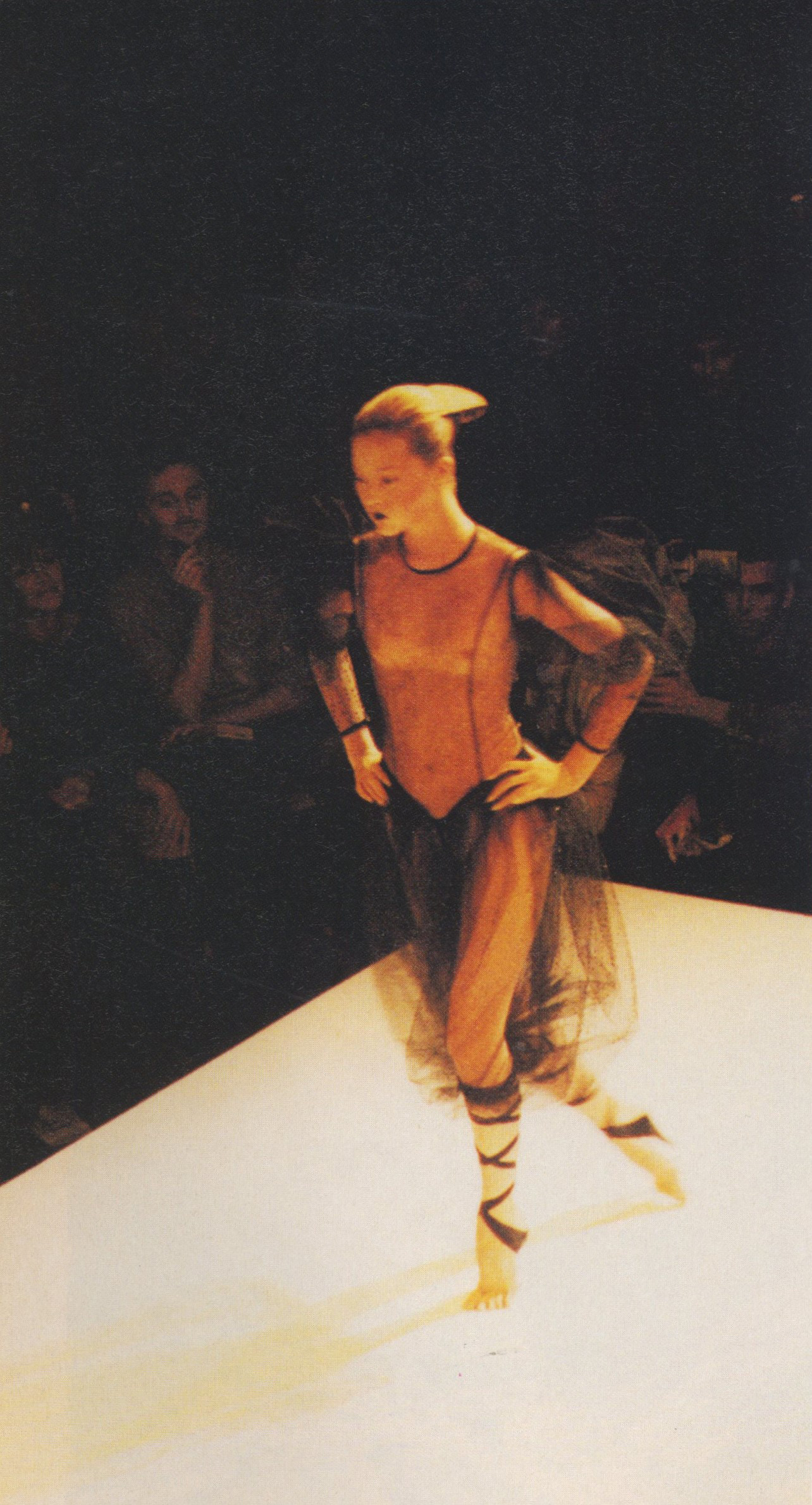 DEVON AOKI | JEREMY SCOTT | FASHION SHOW | PHOTOGRAPHY TERRY JONES | i-D NO.185 | APRIL 1999