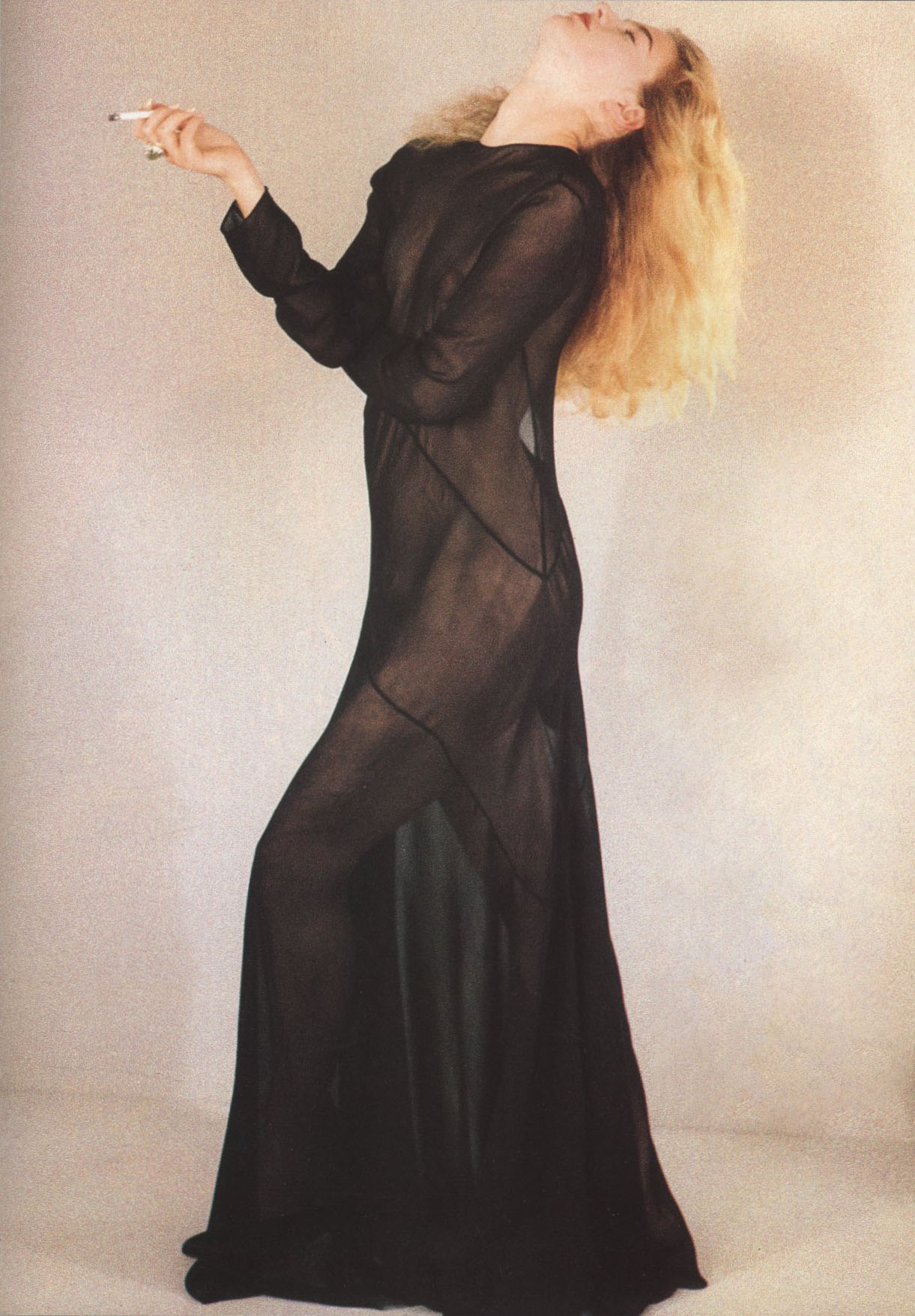 ELAINE IRWING AS LEE MILLER DRESS JOHN GALLIANO PHOTOGRAPHY SHEILA METZNER VOGUE PARIS N°695  APRIL 1989