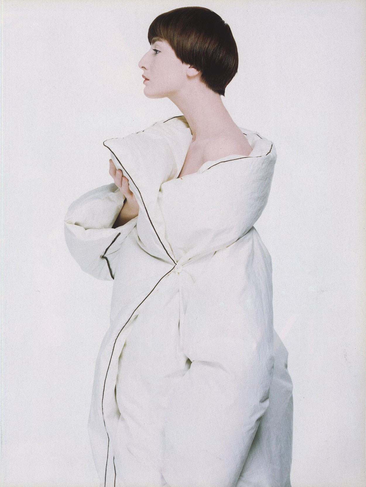 ERIN O'CONNOR | TENDANCES | PHOTOGRAPHY ERIC TRAORE' | VOGUE PARIS N° 799 | AUGUST 1999