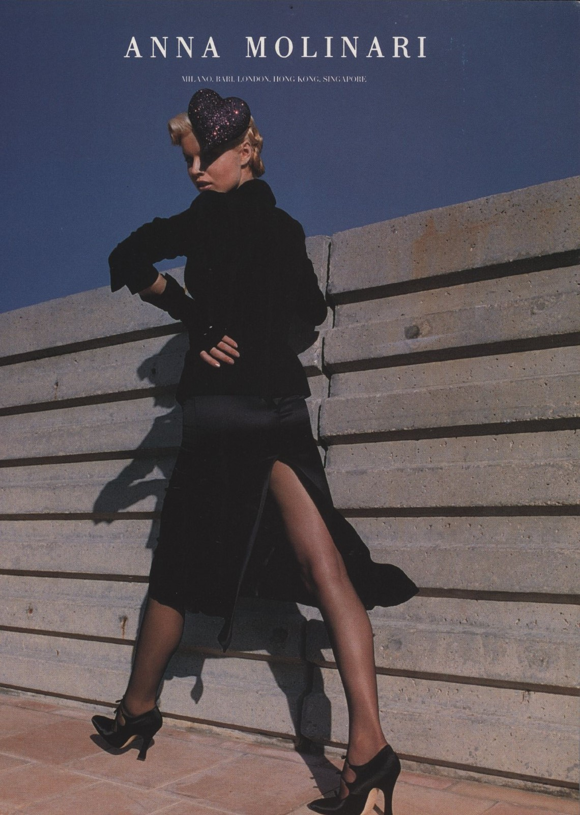 EVA HERZIGOVA ANNA MOLINARI AD FALL 1995 PHOTOGRAPHY HELMUT NEWTON VOGUE ITALIA N. 539 JULY 1995