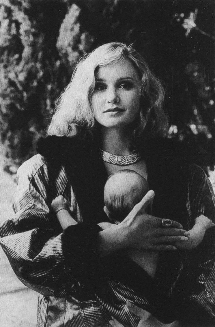 FESTIVALITES CANNOISES | JESSICA LANGE WITH DAUGHTER | PHOTOGRAPHY HELMUT NEWTON | FRENCH VOGUE | OCTOBER 1981