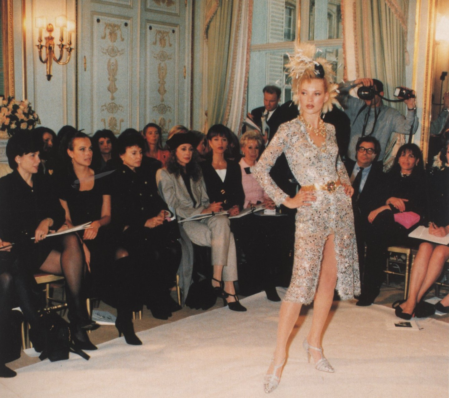 KATE MOSS  CHANEL HAUTE COUTURE RITZ PARIS PHOTOGRAPHY BERTRAND RINDOFF PETROFF VOGUE PARIS N°765 MARCH 1996