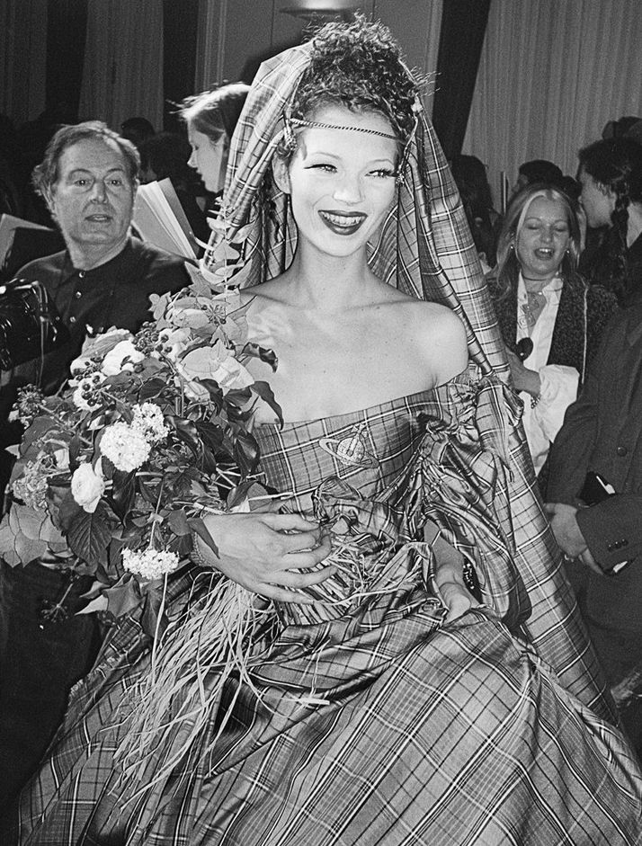 KATE MOSS | PHOTOGRAPHY GAVIN BOND | VIVIENNE WESTWOOD | FASHION SHOW | AUTUMN/WINTER 1993/1994
