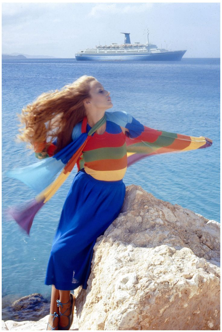 NORMAN PARKINSON | JERRY HALL | VOGUE UK | MAY 1975