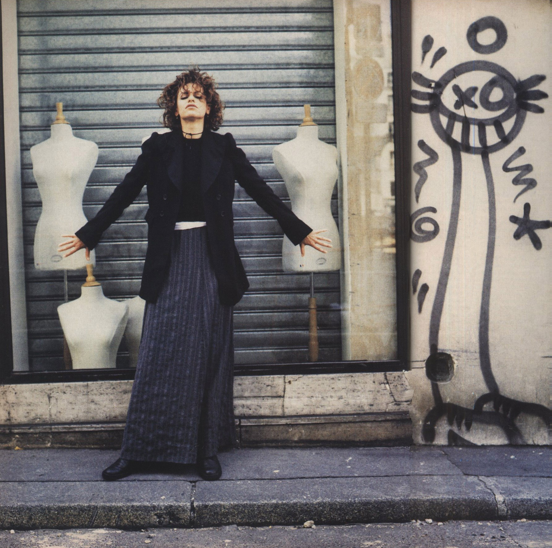 SANDRA BERNHARD ALL CLOTHES MARTIN MARGIELA PHOTOGRAPHY JEAN-BAPTISTE MONDINO STYLING ELISABETH DJIAN THE FACE NO 48 SEPTEMBER 1992