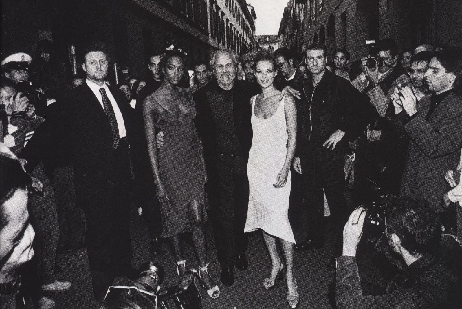 THE HAPPENING NAOMI CAMPBELL, GIANNI VERSACE AND KATE MOSS VIA GESU' MILAN PHOTOGRAPHY PATRICK DEMARCHELIER HARPER'S BAZAAR JANUAY 1997