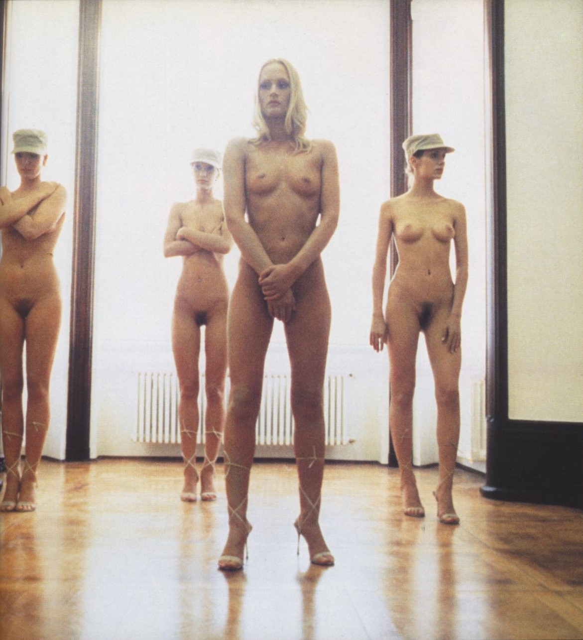 VANESSA BEECROFT | PERFORMANCE | 1998 | PHOTOGRAPHY ANNIKA LARSSON | FLASH ART N° 213 | DECEMBER 1998/JANUARY 1999